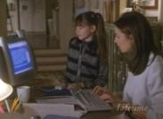 Apparemment, Zoe sait mieux comment fonctionne un ordinateur que sa mère...