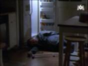 En plein milieu de la nuit, pleine de remords, Lily découvre avec effroi son père inconscient à même le sol...