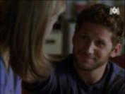 Leo parvient à faire rire Karen, et puis il l'oblige à se poser des questions sur elle-même, ce qui est plutôt bien, non?