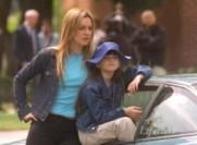 Tiffany discute avec Zoe de Grace, les sentiments qu'elles éprouvent à son égard et ce que certains peuvent penser de Drew Barrymore...