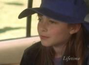 Zoe, fidèle à son tempérament sans complexe, ne se pose pas de questions et a très envie de connaître la petite Jessie...